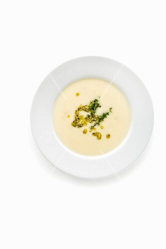 Celery soup with hemp seeds