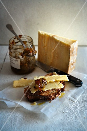 Fourme de Cantal (unpasteurised French cheese) with relish and bread