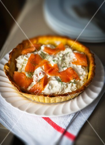 Salmon cream and smoked salmon tart