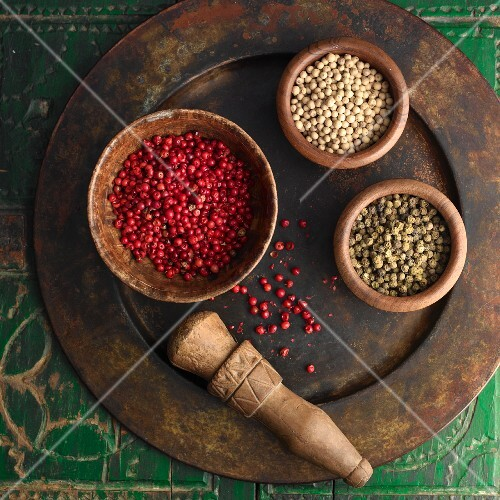 Various peppercorns in bowls