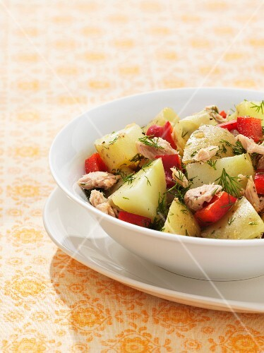 Potato salad with tuna, peppers and dill