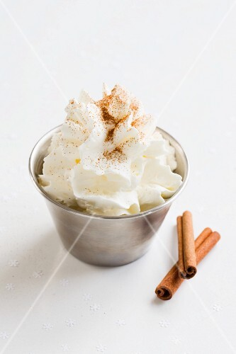 Whipped cream with ground cinnamon