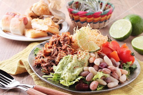 Mexican vegetable salad with beef