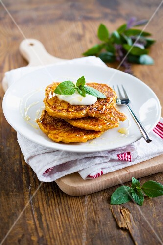 Sweet potato cakes with yoghurt and agave syrup