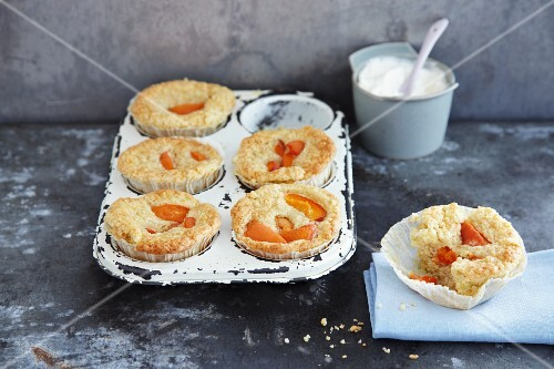 Millet and apricot muffins with almonds