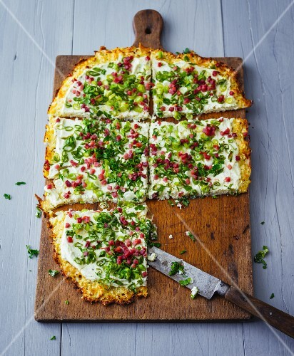 Tarte flambée with a cauliflower base, spring onions, herb cream cheese and diced ham