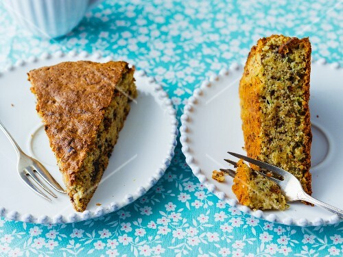Courgette and chocolate cake with almonds