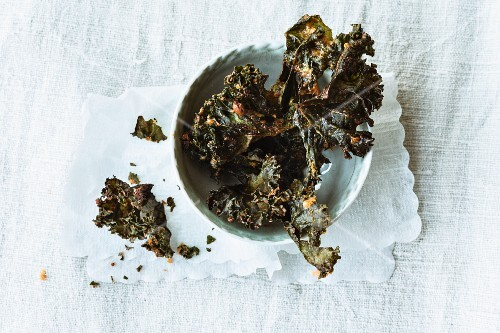 Fried green kale chips