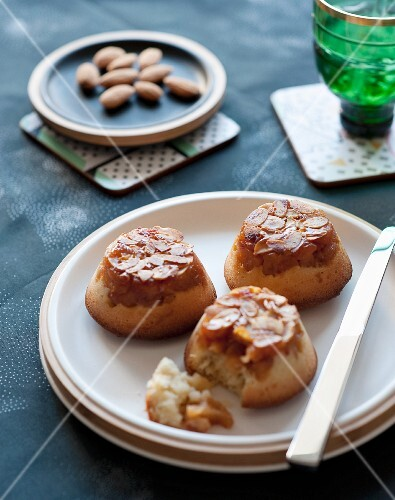 Apple cakes with slivered almonds