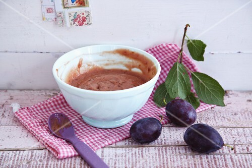 Plum and cereal porridge