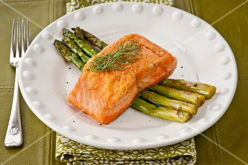 Fried salmon on a bed of green asparagus