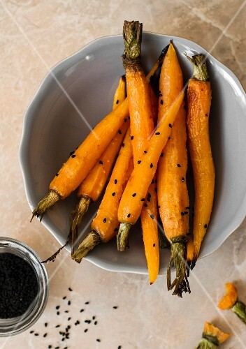 Oven-roasted carrots with black caraway