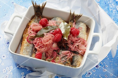 Fried herring in a spiced raspberry broth with onions