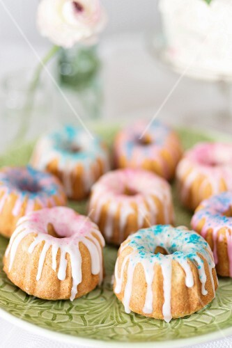Mini Bundt cakes with icing