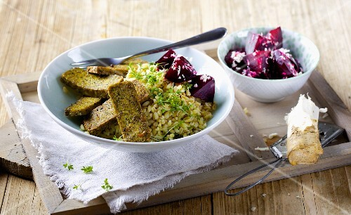 Fried tofu with tender wheat, garden cress and beetroot