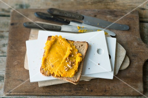 Pumpkin and physalis spread with oranges