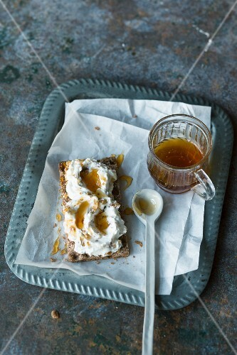 Greek brittle and yoghurt spread with honey