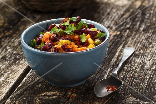 Vegan bean ragout with chilli