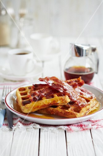 Waffles with bacon and maple syrup