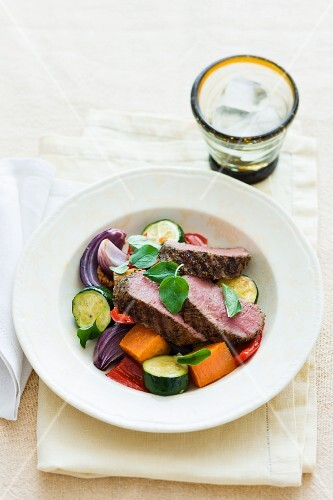 Mediterranean lamb fillet with courgettes, onions and carrots