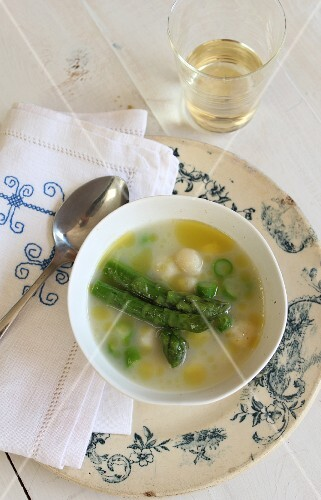 Asparagus soup with bread and cheese dumplings