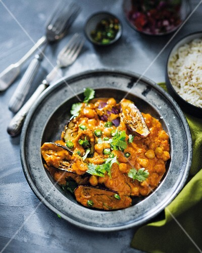 Aubergine curry with chickpeas