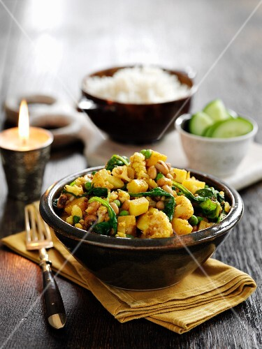Cauliflower curry with peas and spinach