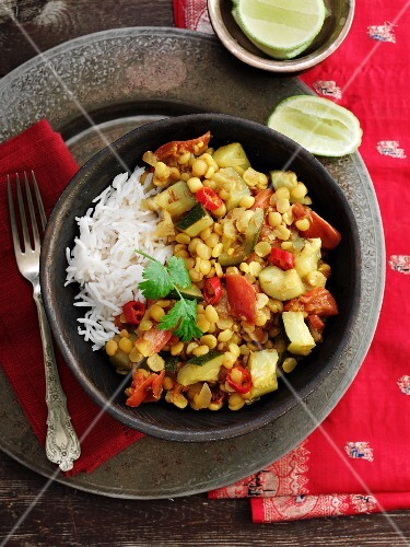 Courgette and lentil curry with rice (India)