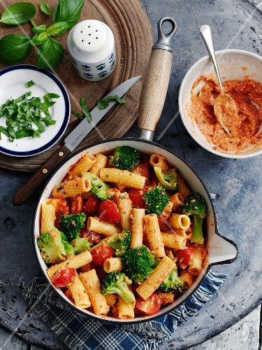 Rigatoni with red pesto, broccoli and cherry tomatoes