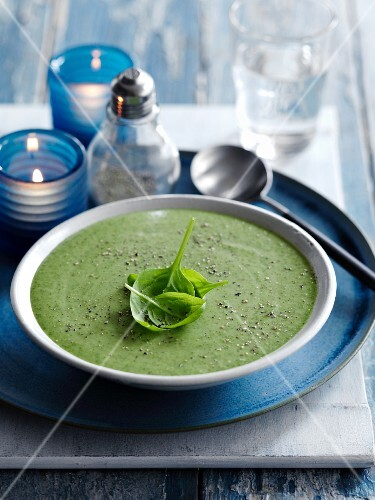 Cream of spinach and sage soup with basil