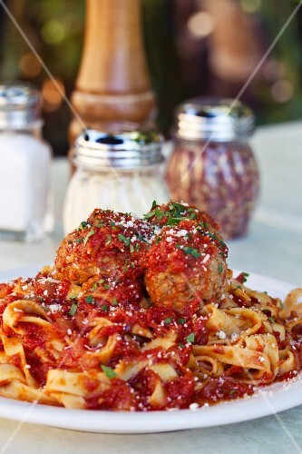 Fettuccine with meatballs and tomato sauce