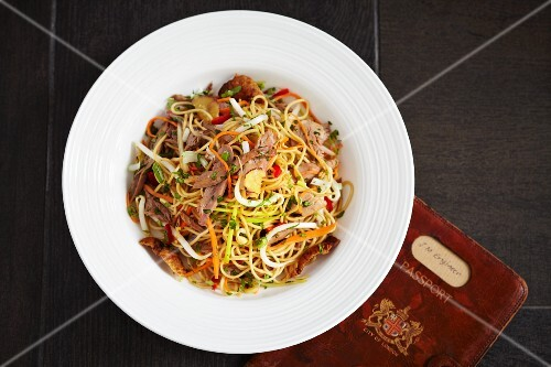 Oriental egg noodles with carrots, spring onions and duck