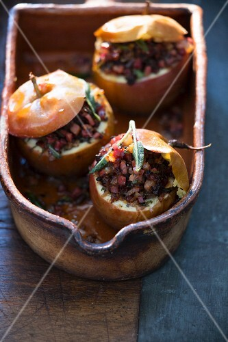 Spicy filled baked apples