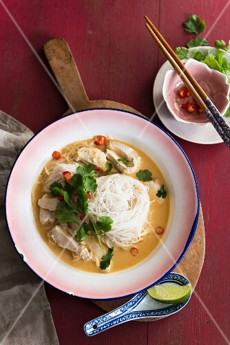 Chicken soup with rice noodles (Thailand)