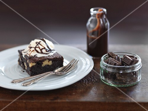 Walnut brownies with vanilla ice cream