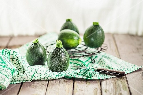 Round courgettes on a cloth