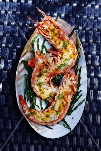 Stuffed king prawns with passion fruit and cheese