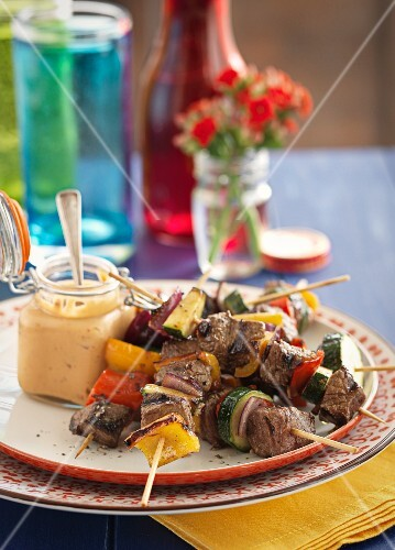 Beef skewers with peppers and courgettes