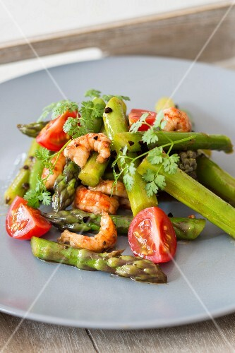 Asparagus salad with crayfish and tomatoes