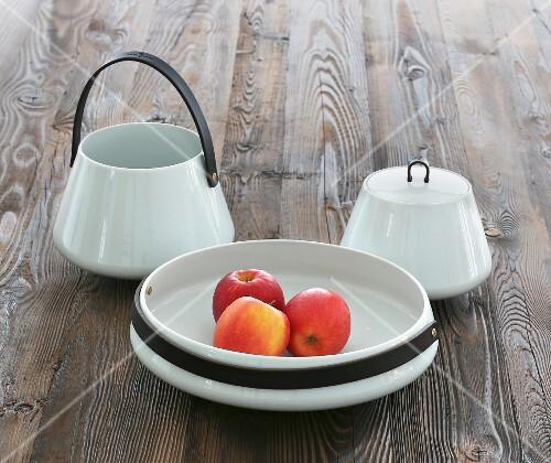 A porcelain set with apples
