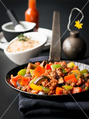 Fried minced meat and vegetables