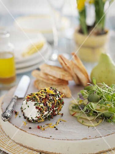 Spicy goat's cheese roll, pear salad and grilled bread