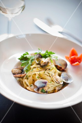Trenette con le vongole (pasta with clams, Italy)