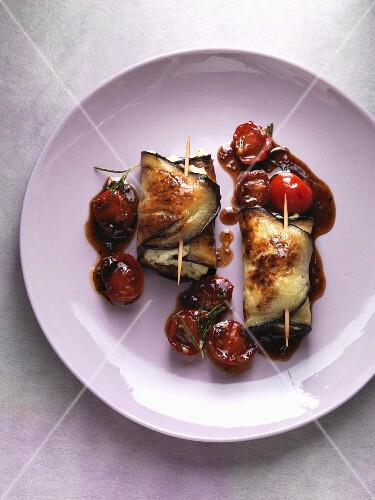 Aubergine rolls filled with ricotta on tomato chutney