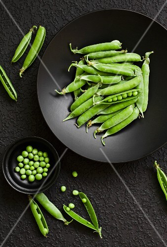 Peas and pea pods on a plate