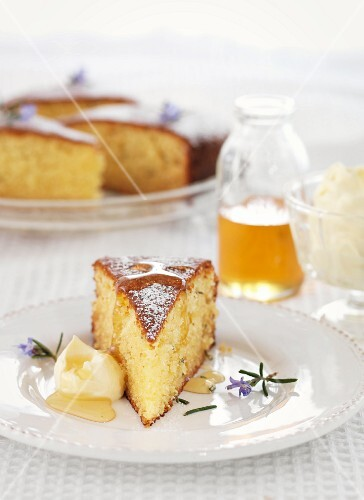 Rosemary cake with honey