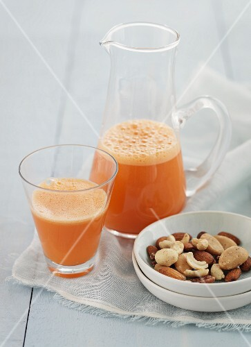 Fruit juice and nuts
