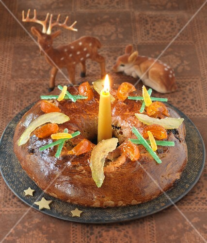 Provençal Advent cake with candied fruits (France)