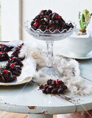 Chocolate crunch with hazelnuts and cherries