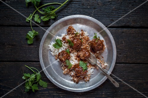 Spicy meatballs with rice and coriander
